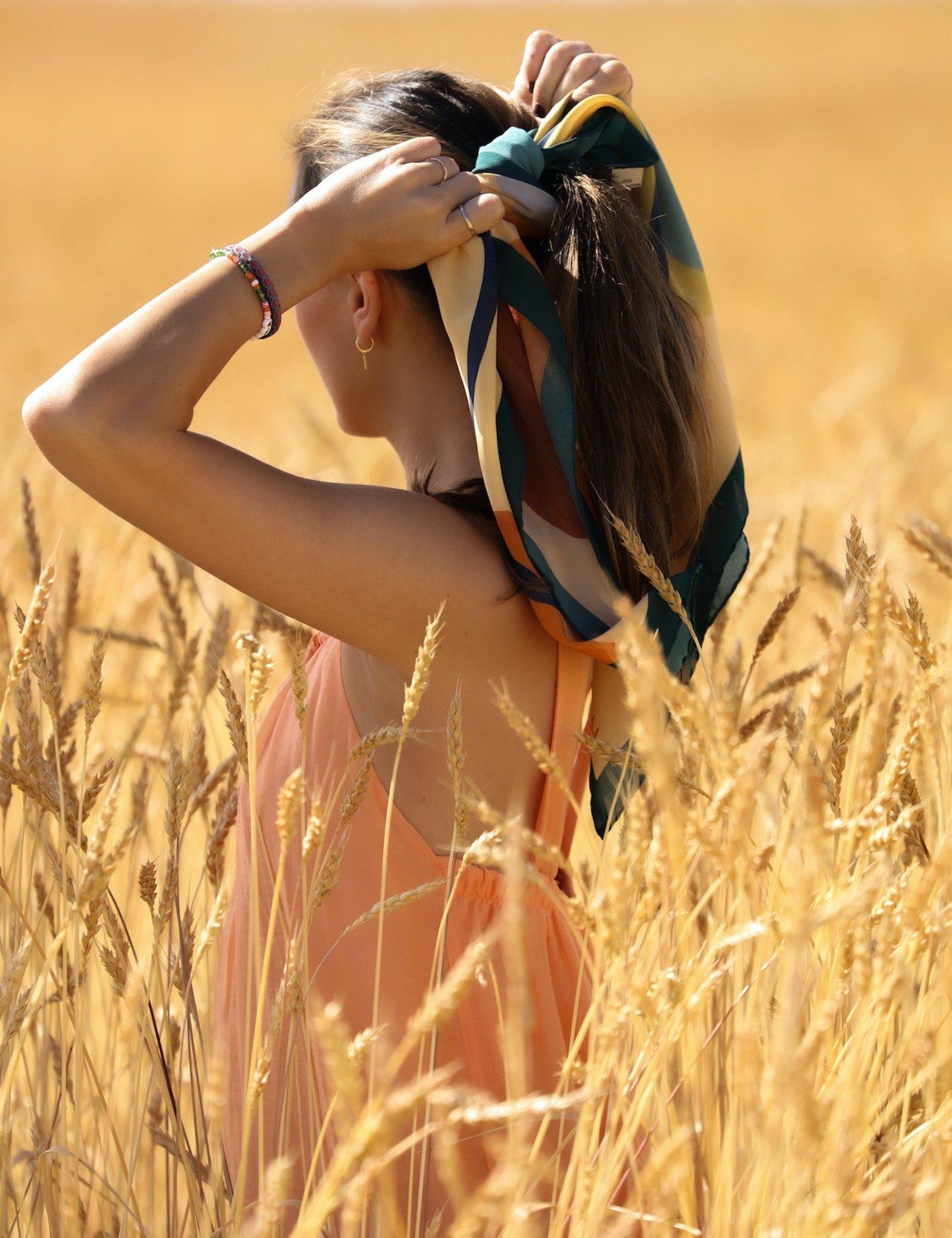 Pañuelo estampado en seda italiana. Colores naturales. Almudena Laborda